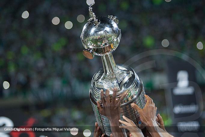 copa_libertadores_trofeo_libertadores_cup_27072016