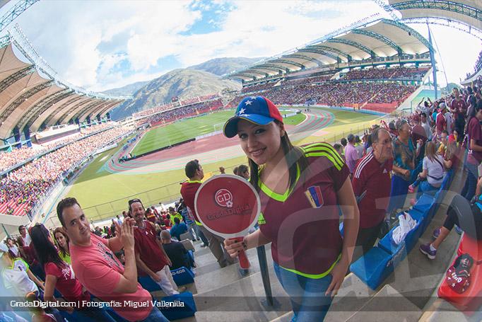 fanatica_estadiometropolitano_merida_venezuela_argentina_06092016