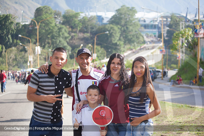 fanaticos_familia_vinotinto_venezuela_argentina_06092016