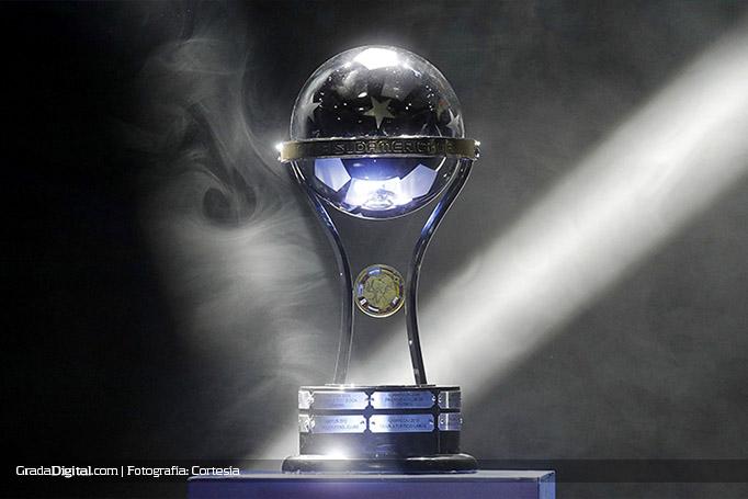 copa_sudamericana_trofeo_02102016