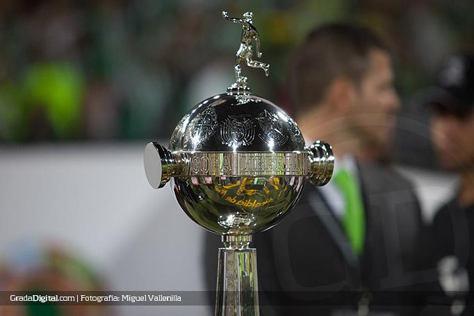 trofeo_copa_libertadores_atlnacional_inddelvalle_27072016
