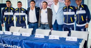 """Los jugadores de Estudiantes """"no duermen"""" por pensar en partido, dice Renauro"""