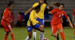 Brasil gana a Chile y espera a Venezuela que derrotó a Uruguay