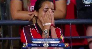 Las lágrimas de una aficionada del Caracas FC conmovieron tras el triunfo de su equipo