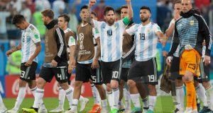 Medios argentinos celebran el «heroico» pase de la Argentina de Messi