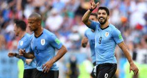 Suárez desenfunda y clasifica a Uruguay
