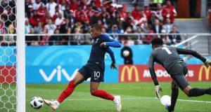Mbappé apaga el sueño de Perú